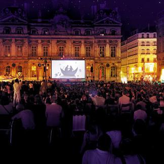 Videotransmission-de-la-Flute-enchantee-Place-des-Terreaux-Opera-de-Lyon_banniere1
